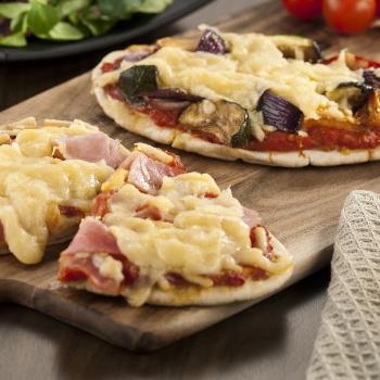 Flatbread tomato pizza